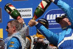 Podium: Nicola Larini, Chevrolet, Chevrolet Cruze, Yvan Muller, Seat Sport, Seat Leon 2.0 TDI and Ro