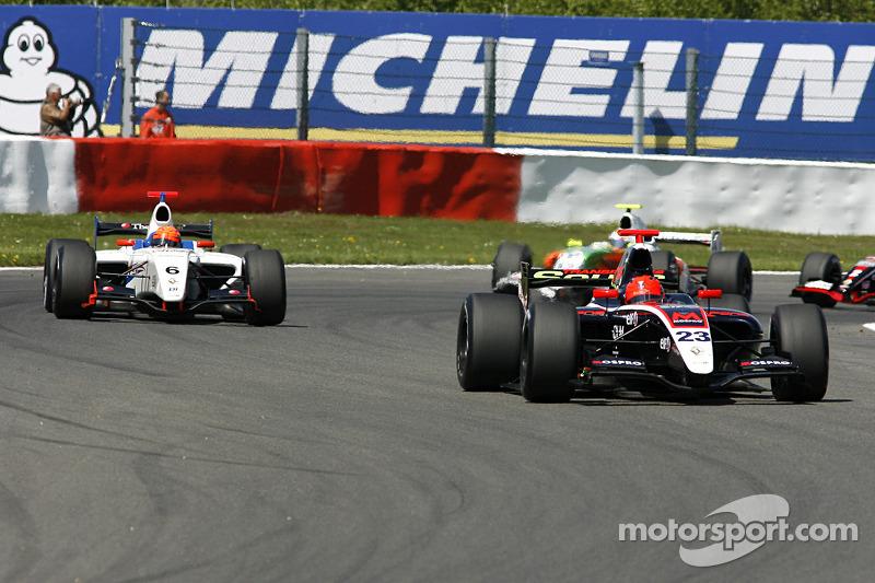 Premier tour, N°23 Pons Racing: Marcos Martinez, N°6 P1 Motorsport: Daniil Move