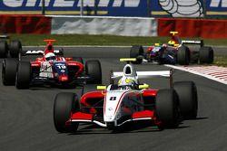N°8 Prema Power Team: Frankie Provenzano, N°19 Mofaz Fortec Motorsport: Fairuz Fauzy, sortant du gazon, #20 Mofaz Fortec Motorsport: Sten Pentus
