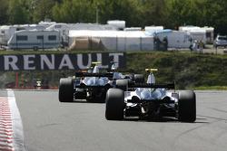 N°24 Pons Racing: Federico Leo, #22 Epsilon Euskadi: Chris Van Der Drift
