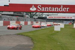 #50 AF Corse Ferrari 430 GT2: Toni Vilander, Gianmaria Bruni leads a group of cars