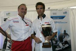 Roldan Rodriguez avec John Howett, Toyota