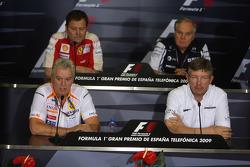 Conférence de presse FIA : Aldo Costa, Scuderia Ferrari, Pat Symonds, Renault F1 Team, directeur de l'ingénierie Patrick Head, Williams F1 Team, directeur de l'ingénierie et Ross Brawn, directeur général de Brawn GP