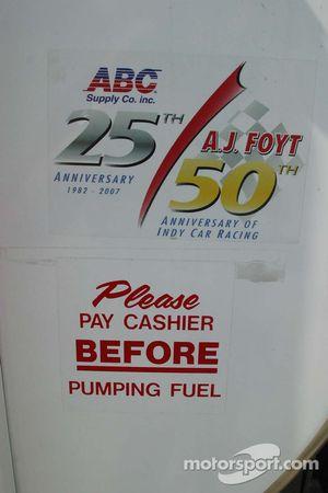 Un peu d'humour sur les camions d'essence d'A.J. Foyt Enterprises
