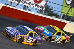 Jamie McMurray, Roush Fenway Racing Ford, Kyle Busch, Joe Gibbs Racing Toyota