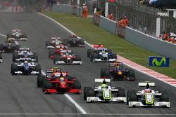 Start: Rubens Barrichello, Brawn GP leads Jenson Button, Brawn GP