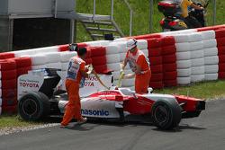 Crashed car of Jarno Trulli, Toyota F1 Team