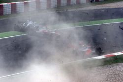 Crash de Jarno Trulli, Toyota F1 Team et Adrian Sutil, Force India F1 Team