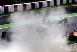 Crash de Jarno Trulli, Toyota F1 Team, Adrian Sutil, Force India F1 Team et Sébastien Bourdais, Scuderia Toro Rosso