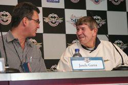 Josele Garza, rookie of the year en 1981, discute avec Jerry Sneva, Rookie of the Year en 1977