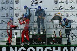 Podium LMGT2 : les vainqueurs de la catégorie Marc Lieb, Richard Lietz et Horst Felbermayr Sr, les deuxièmes Antonio Garcia et Leo Mansell, les troisièmes Robert Bell et Gianmaria Bruni