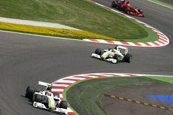Rubens Barrichello voor teamgenoot Jenson Button