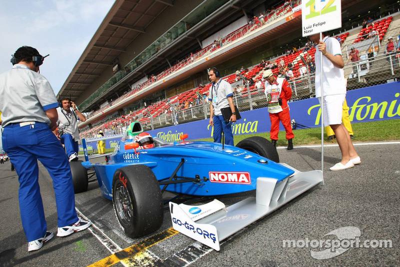 Nascido em Brasília, Felipe Nasr começou no kart e em 2008 teve sua primeira experiência em um carro monoposto, com duas provas na Fórmula BMW.