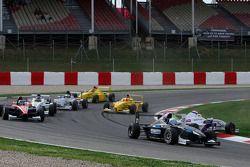 Rupert Svendson-Cook Robertson Racing et Jack Te Braak, Muecke Motorsport sortent de la piste