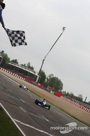 Luiz Felipe Nasr, Eurointernational, remporte la course