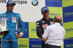 Troisième, Daniel Juncadella, Eurointernational reçoit son trophée par Peter Sauber, conseiller du BMW Sauber F1 Team