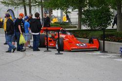 La monoplace d'A.J. Foyt, vainqueur de l'édition 1977 de l'Indianapolis 500, exposé sur la Pagoda Pl