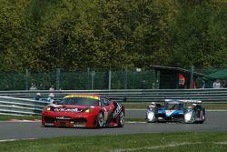 La Ferrari F430 GT N°78 (Matt Griffin, Peter Bamford) et la Peugeot 908 Hdi-FAP N°7 (Nicolas Minassian, Christian Klien, Simon Pagenaud)