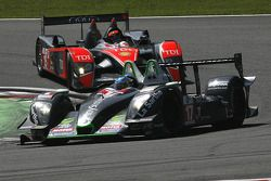 La Pescarolo-Judd N°17 (Bruce Jouanny, Joao Barbosa) et l'Audi R10 TDI N°15 (Christian Bakkerud, Christijan Albers, Giorgio Mondini)
