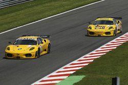 La Ferrari F430 GT N°92 (Robert Bell, Gianmaria Bruni) et la Ferrari F430 GT N°81 (Maurice Basso, Roberto Plati, Gianpaolo Tenchini)
