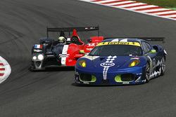 La Ferrari F430 GT N°99 (John Hartshorne, Manuel Rodrigues, Ralf Kelleners) et la Courage-Oreca LC70 – Judd N°12 (Pierre Ragues, Frank Mailleux)