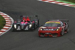 La Pescarolo-Mazda N°35 (Matthieu Lahaye, Karim Ajlani) et la Ferrari F430 GT N°78 (Matt Griffin, Peter Bamford)