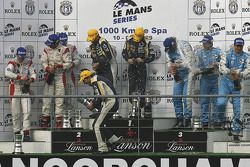 Podium LMGT1: vainqueurs de la catégorie Luc Alphand, Patrice Goueslard, Yann Clairay ; deuxièmes Peter Kox, Filip Salaquarda, Erik Janis ; troisièmes Lukas Lichtner-Hoyer, Thomas Gruber, Alex Müller
