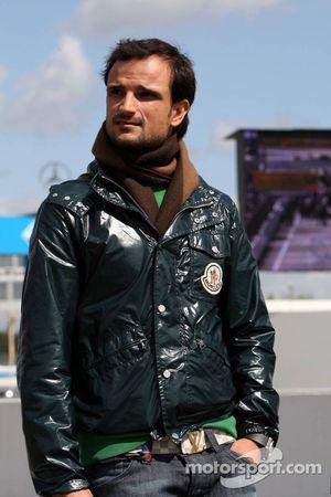 Vitantonio Liuzzi, pilote d'essais Force India et sa petite amie rendent visite au DTM en tant qu'in