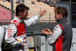 Martin Tomczyk, Audi Sport Team Abt Audi A4 DTM parle à Mattias Ekström, Audi Sport Team Abt Audi A4