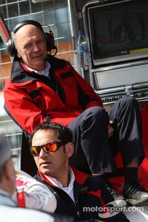 Hans-Jurgen Abt, directeur général d'Abt-Audi et Dr Wolfgang Ullrich, directeur de la compétition d''Audi