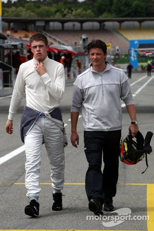 Paul di Resta, Team HWA AMG Mercedes C-Klasse et Axel Randolph, ingénieur de course de Paul di Resta