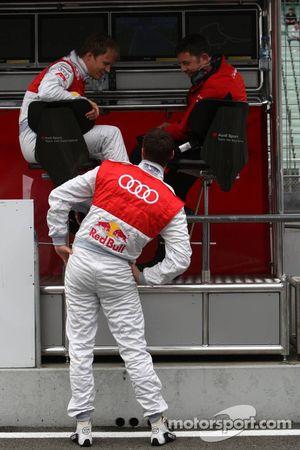Mattias Ekström, Audi Sport Team Abt Audi A4 DTM dans les stands et Martin Tomczyk, Audi Sport Team