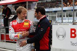 Mattias Ekström, Audi Sport Team Abt Audi A4 DTM salue Hans-Jurgen Abt, directeur général d'Abt-Audi