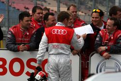 Tom Kristensen, Audi Sport Team Abt Audi A4 DTM, salué par Hans-Jurgen Abt, Teamchef Abt-Audi