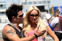 Le chanteur Marc Terenzi sur la grille avec sa femme Sarah Connor