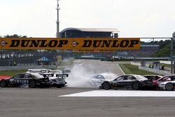 Alexandre Prémat, Audi Sport Team Phoenix Audi A4 DTM part en tête-à-queue dans l'épingle durant le