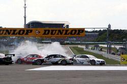 Alexandre Prémat, Audi Sport Team Phoenix Audi A4 DTM part en tête-à-queue dans l'épingle durant le premier tour