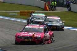 Susie Stoddart, Persson Motorsport, AMG Mercedes C-Klasse, devant Christian Bakkerud, Kolles TME, Au