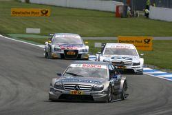 Bruno Spengler, Team HWA AMG Mercedes C-Klasse, devance Maro Engel, Mücke Motorsport, AMG Mercedes C-Klasse, Martin Tomczyk, Audi Sport Team Abt Audi A4 DTM