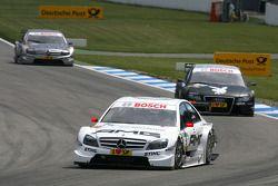 Paul di Resta, Team HWA AMG Mercedes C-Klasse, devance Markus Winkelhock, Audi Sport Team Rosberg, Audi A4 DTM, Bruno Spengler, Team HWA AMG Mercedes C-Klasse