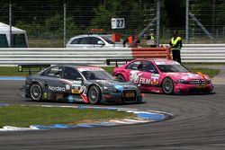 Christian Bakkerud, Kolles TME, Audi A4 DTM dépasse Susie Stoddart, Persson Motorsport, AMG Mercedes C-Klasse dans l'épingle.