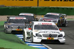 Paul di Resta, Team HWA AMG Mercedes C-Klasse, devance Bruno Spengler, Team HWA AMG Mercedes C-Klass