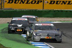 Bruno Spengler, Team HWA AMG Mercedes C-Klasse, devance Markus Winkelhock, Audi Sport Team Rosberg, Audi A4 DTM, Martin Tomczyk, Audi Sport Team Abt Audi A4 DTM