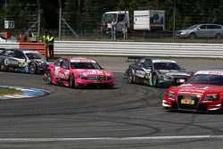 Susie Stoddart, Persson Motorsport, AMG Mercedes C-Klasse en train de dépasser Johannes Seidlitz, Ko