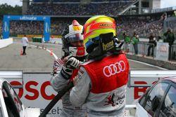 Oliver Jarvis, Audi Sport Team Phoenix, félicite Tom Kristensen, Audi Sport Team Abt