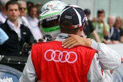 Timo Scheider, Audi Sport Team Abt Audi A4 DTM, félicite Tom Kristensen, Audi Sport Team Abt Audi A4