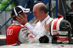 Dr Wolfgang Ullrich, le directeur sportif d'Audi célèbre la victoire avec son vainqueur Tom Kristensen, Audi Sport Team Abt Audi A4 DTM