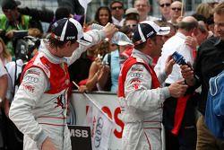 Oliver Jarvis, Audi Sport Team Phoenix Audi A4 DTM versant de l'eau dans la combinaison de Tom Kristensen, Audi Sport Team Abt Audi A4 DTM