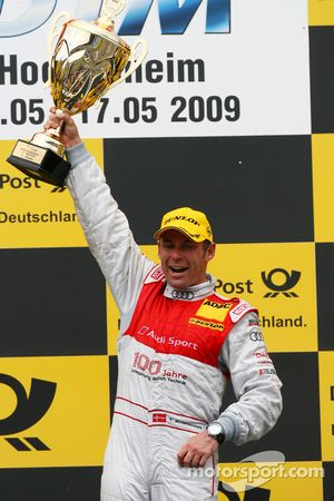 Podium: le vainqueur Tom Kristensen, Audi Sport Team Abt
