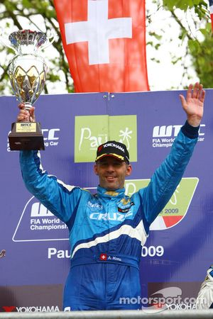 Race winner Alain Menu, Chevrolet, Chevrolet Cruze